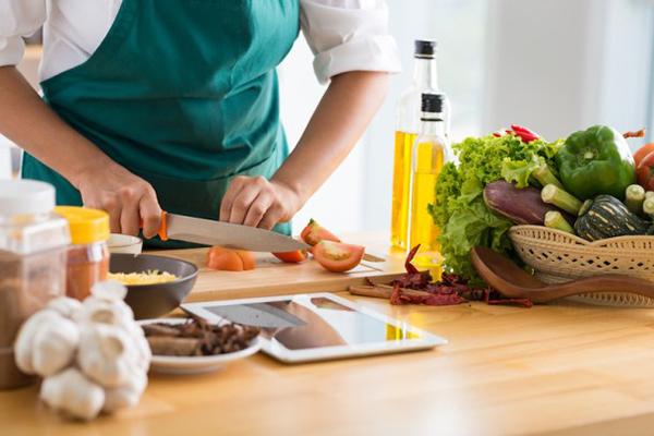 cooking-Depositphotos_66507049_s-2019